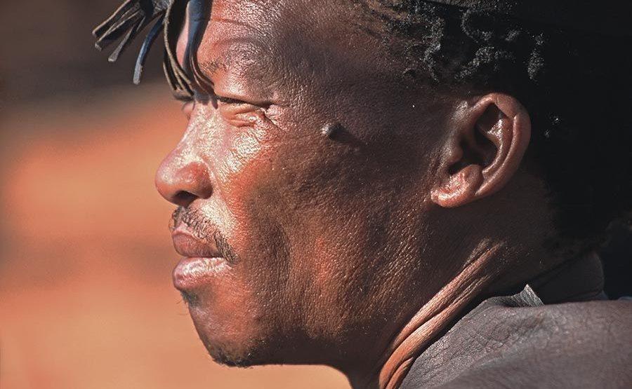 AU-Benny-Rebel-Fotoreise-Namibia-Tourismus-Bushmann