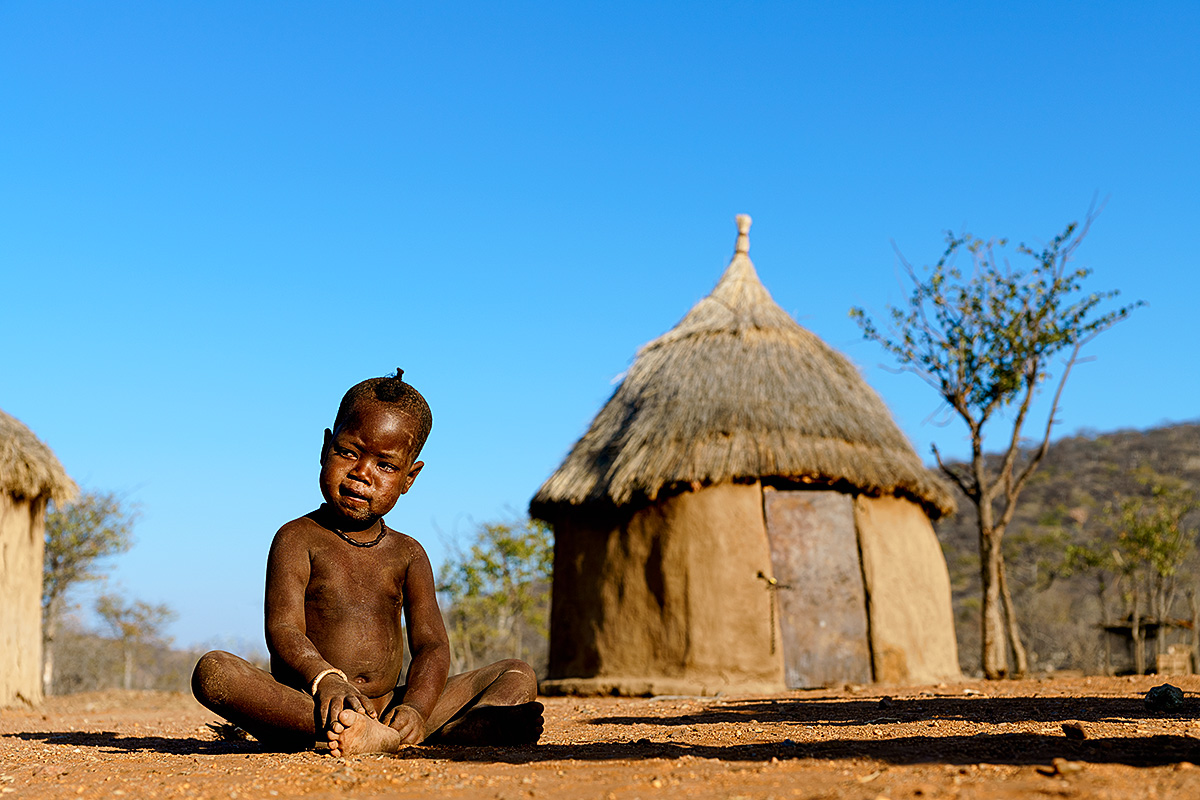 HIMBA CHILD AND HUT Benny-Rebel, Fine Art Print, Benny Rebel, Fotografie, Bild, Drucke