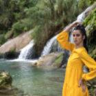 Modellfotographie am Wasserfall in Trinidad