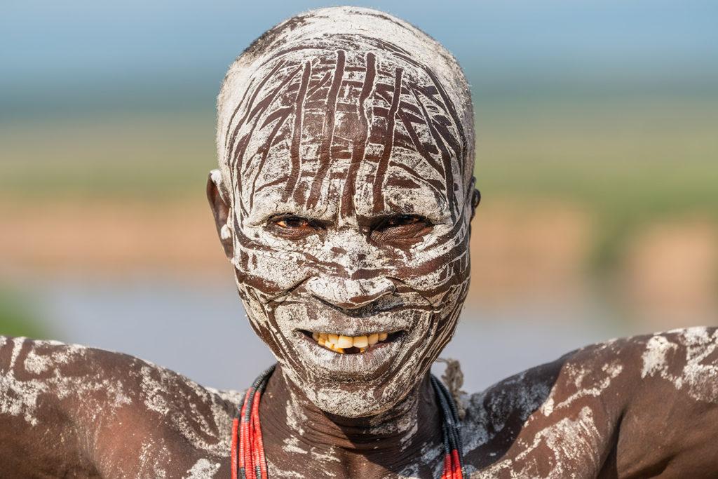 Afrikanischer Krieger fotografier von Benny Rebel auf einer Fotoreise in Äthiopien