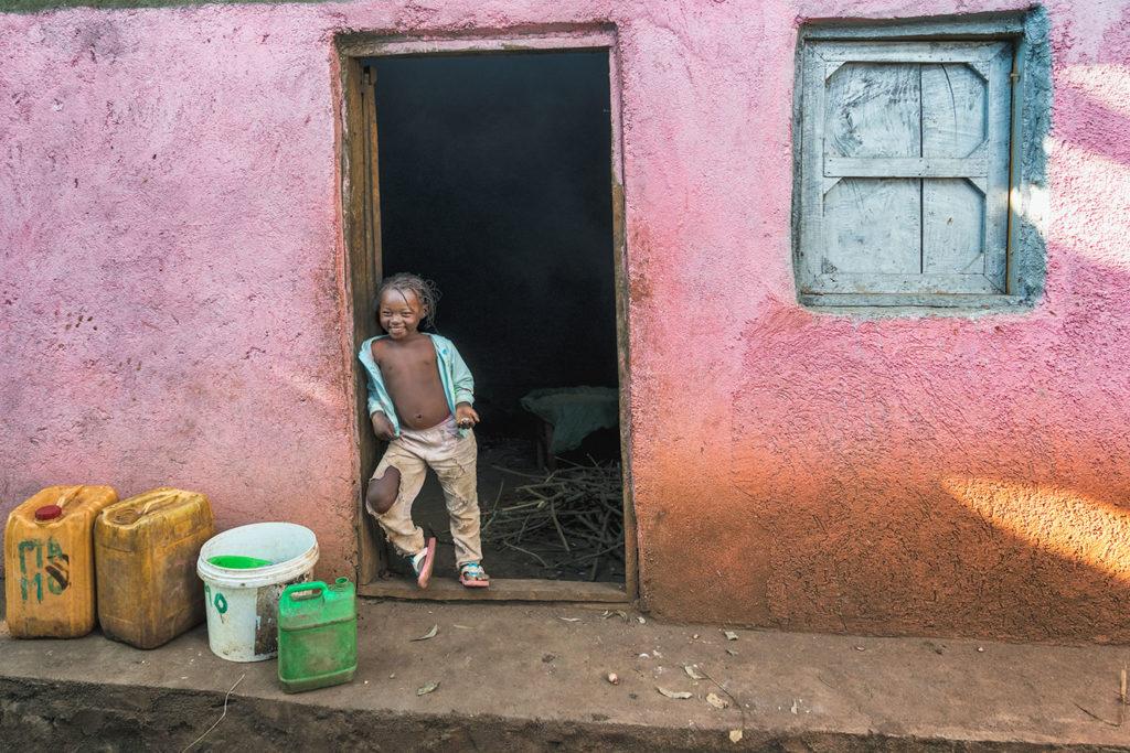 Ein Kind in Äthiopien fotografiert von Benny Rebel auf einer Fotoreise durch Äthiopien.