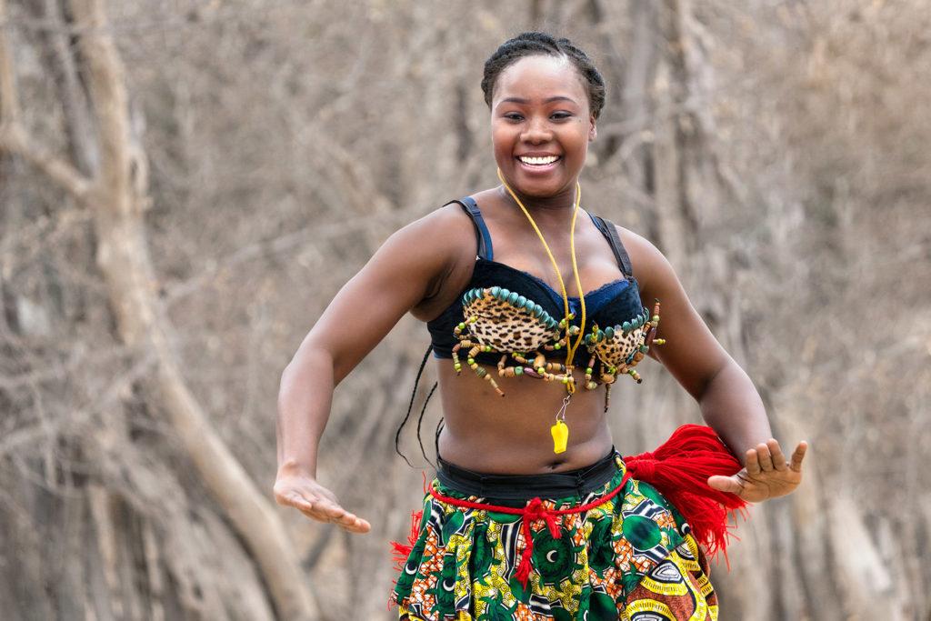 Tänzerin fotografiert von Benny Rebel auf einer Fotoreise in Südafrika - Fotosafari
