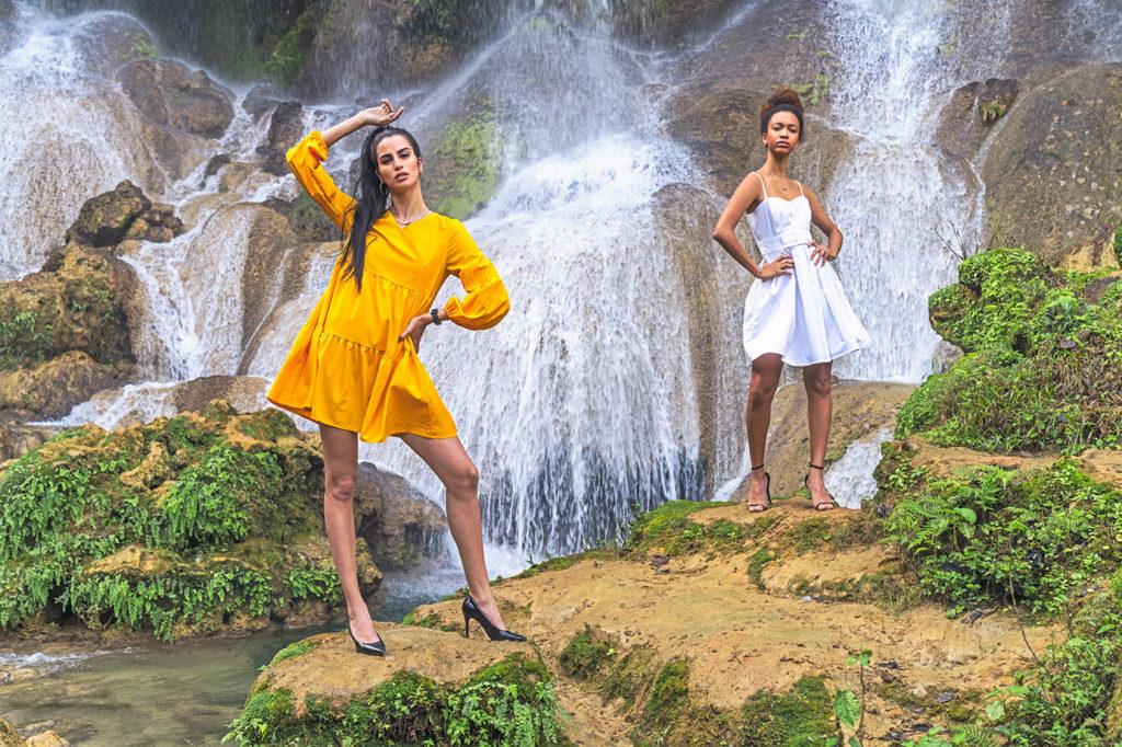 Kubanische Fotomodelle vor einem Wasserfall fotografiert auf einer Fotoreise von Benny Rebel