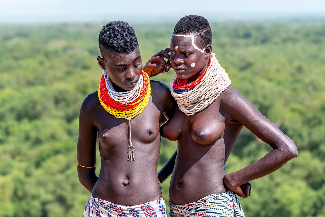 Zwei Mädchen fotografiert auf einer Äthiopien-Fotoreise mit Benny Rebel Fotosafaris GmbH