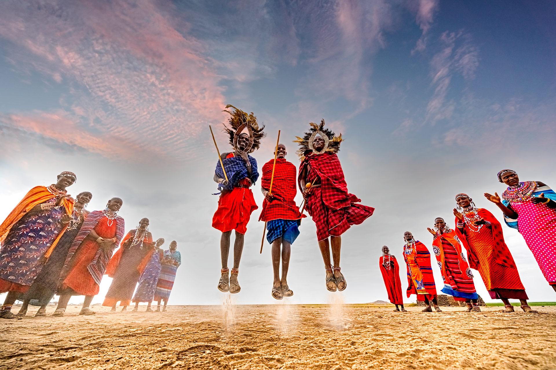 Samburu springen in Kenia auf einer Fotoreise mit Benny Rebel Fotosafaris GmbH